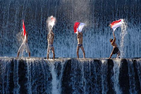 http://maulanusantara.files.wordpress.com/2009/07/anak-indonesia.jpg