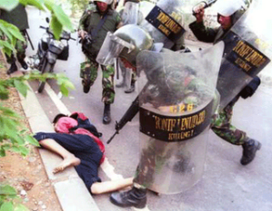 Salah satu korban saat kerusuhan di makam Mbah Priok beberapa waktu lalu
