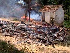 Puing-puing Pesantren Syi'ah yang dibakar massa yang tidak bertanggungjawab di Sampang, Madura