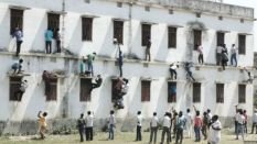 150320132952_india_students_caught_cheating_640x360_dipancar_nocredit
